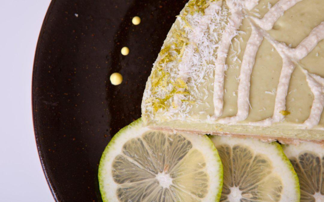 Tortino crudista di avocado e limone